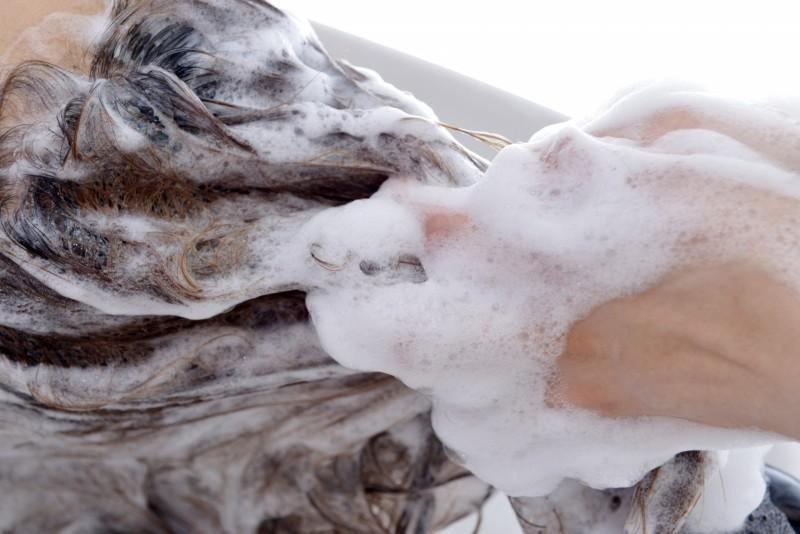 シャンプーが泡立たない原因とは?泡立て方法や美容師からアドバイスも!